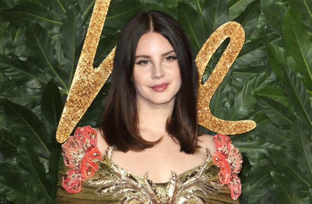 Andekas ka muus peale laulmise! Lana Del Rey otsustas välja anda oma luulekogu