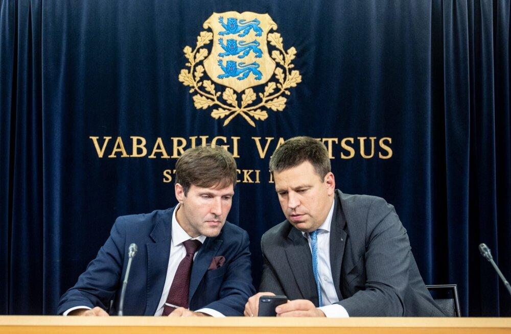 Septembris pakkusid poliitikutest enim kõneainet peaminister Jüri Ratas ja rahandusminister Martin Helme. Valitsuse pressikonmverents.