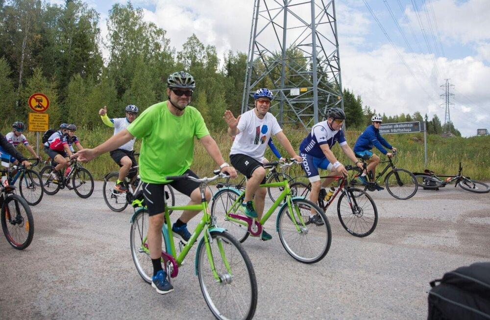FOTOD | Ratas ja Sipilä käisid juubeliaasta puhul Helsingis jalgrattaga sõitmas