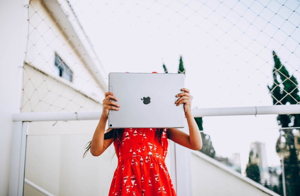 """""""Вы никуда не денетесь от планшетов и компьютеров"""". Известный психолог Юлия Гиппенрейтер — о детях и гаджетах"""