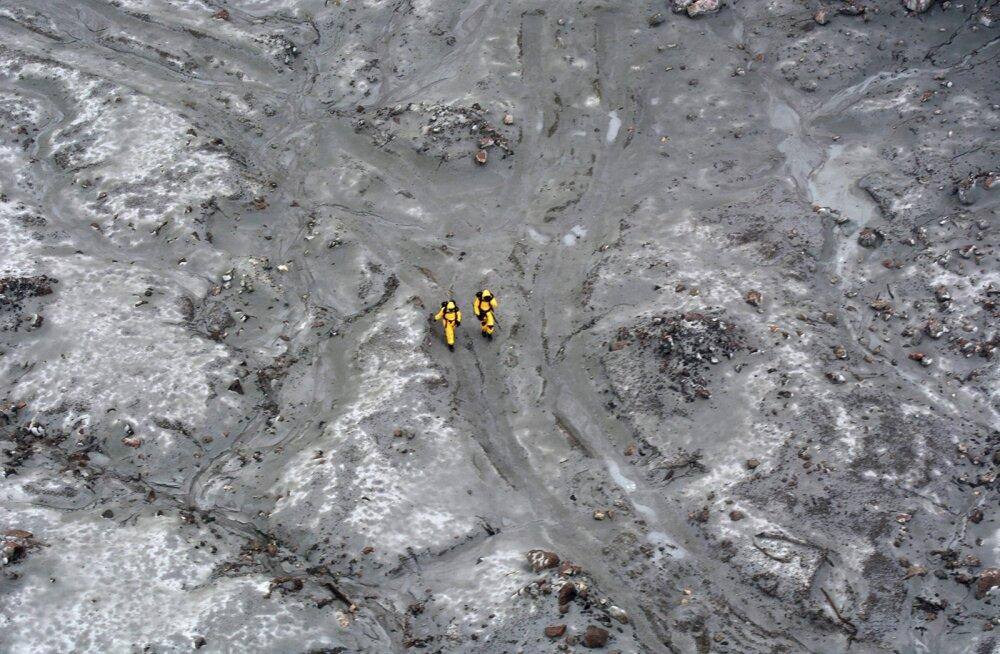 Uus-Meremaa vulkaanisaarel toimus vaatamata purskeohule operatsioon surnukehade äratoomiseks
