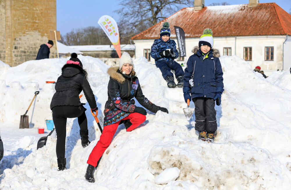 MEIE MAA | Lumelinna ehitajad nautisid päikeselist talvepäeva