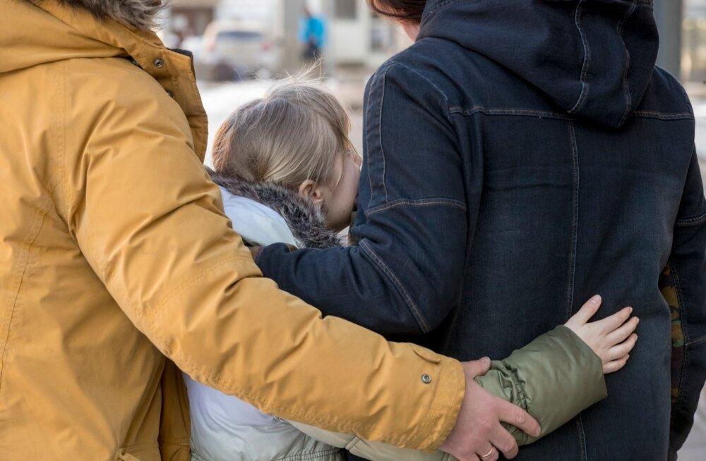 Pere viimased kuud möödusid närveerides: kas lastekaitseametnikud tulevad nende koju ja viivad tütre kaasa?