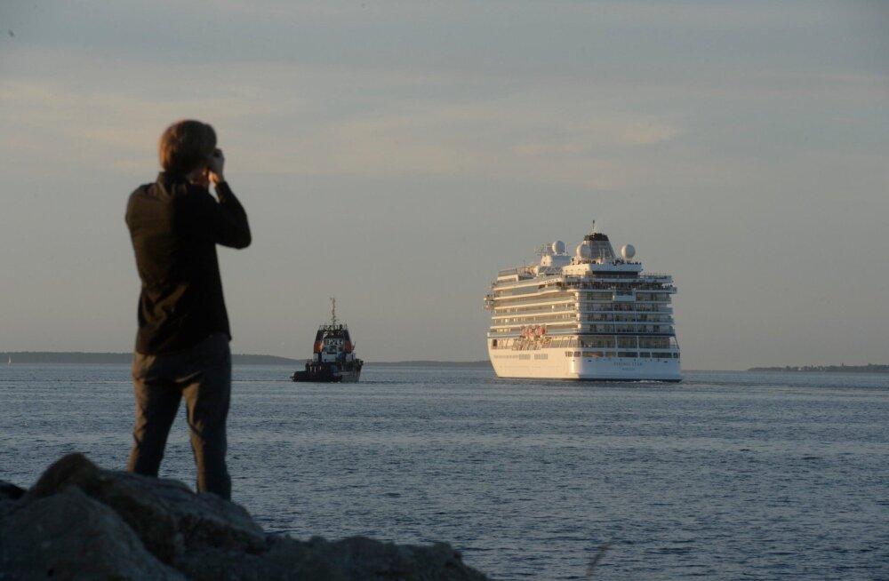 DELFI FOTOD: Tallinna sadamas rikke tõttu seisnud kruiisilaev Viking Star pääses liikuma