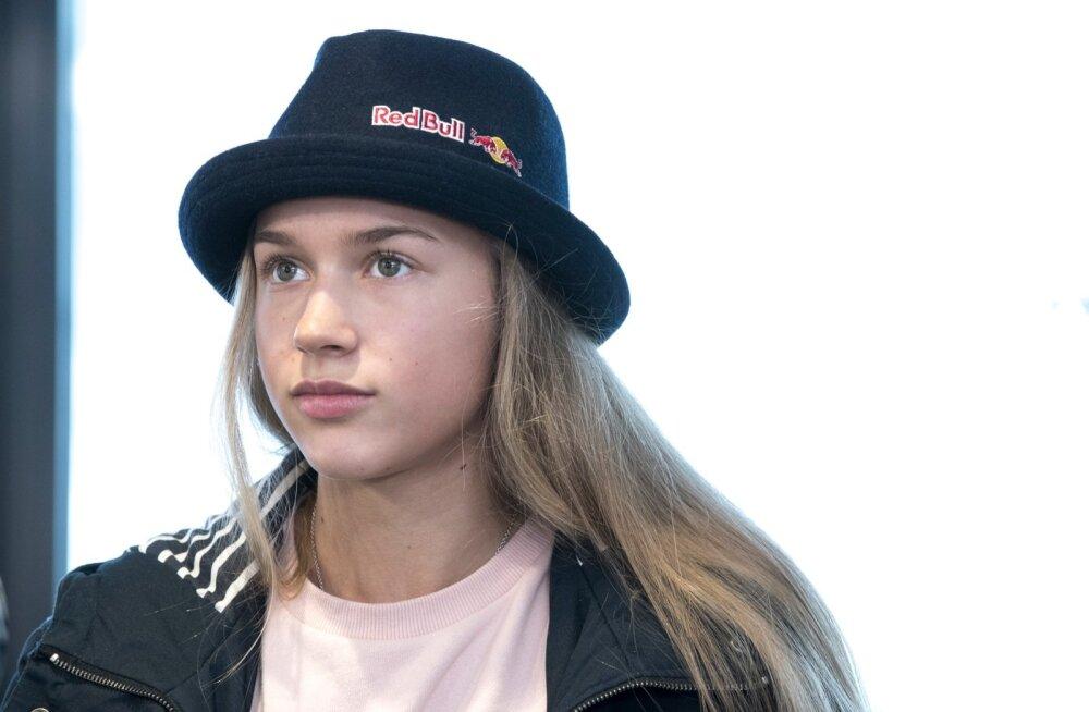 Kelly Sildaru pressikonvererents Tallinna lennujaamas