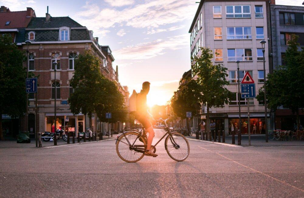 Ekspert annab nõu: mida linnas rattaga liiklemisel silmas pidada, et sõit oleks ohutu ja turvaline?