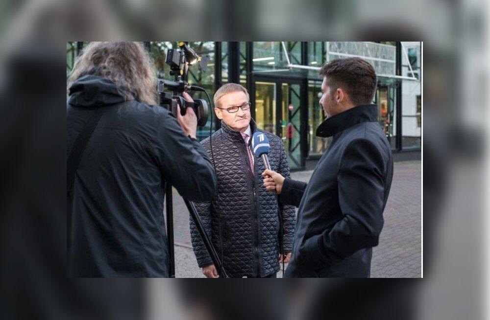 Riigihalduse minister Jaak Aab annab intervjuud PBK-le, mille reporteriks on üllatuslikult tema erakonnakaaslane, riigikogu liige Martin Repinski