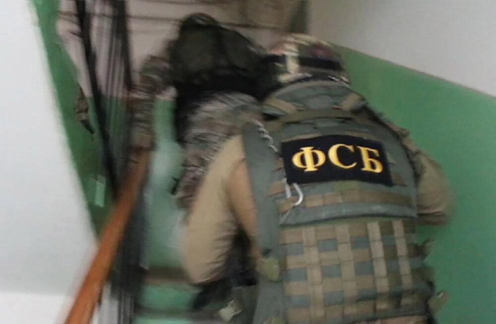 ВИДЕО: Накануне митинга в Москве у оппозиционеров прошли обыски. ФСБ ищет их связь с Западом