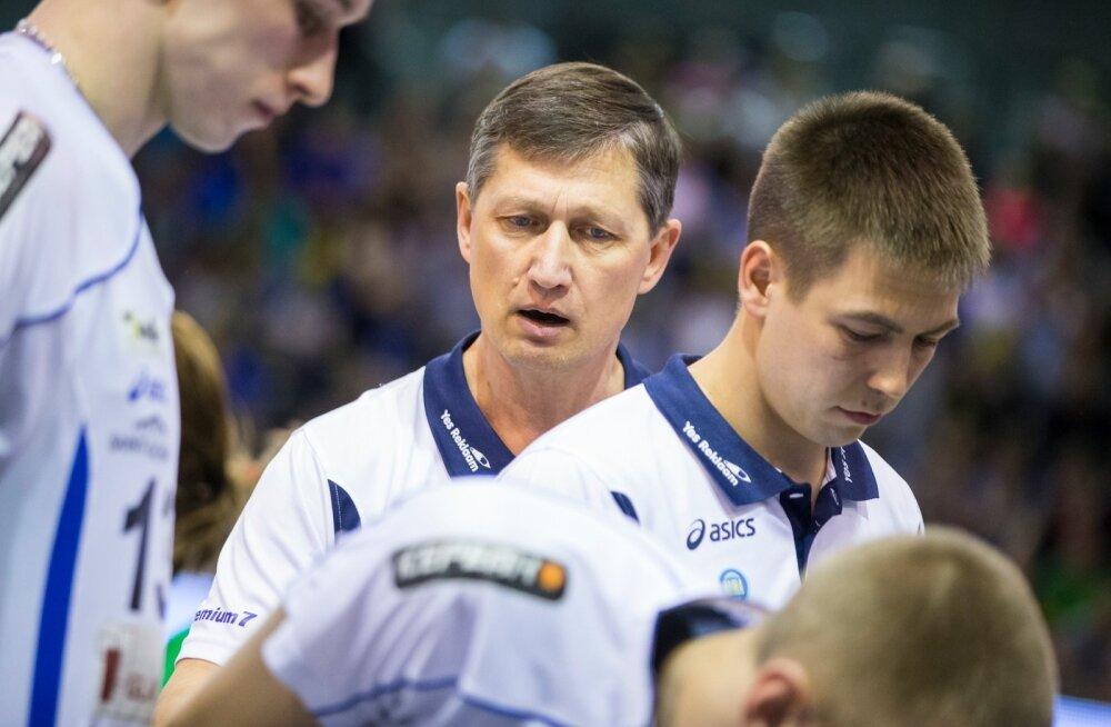 Andrei Ojamets (keskel) ja Oliver Lüütsepp (paremal). Lüütsepp pani ameti maha, Ojametsal on võimalik töö üle võtta.