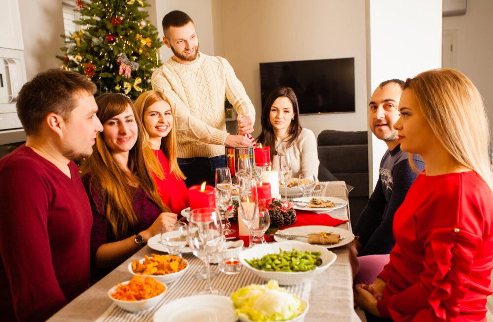 Lugeja õiendab: ära tassi oma selle aasta pruuti või peikat pere jõulupeole, see pole tõesti see koht ega aeg, kus tahaks uute inimestega tutvuda