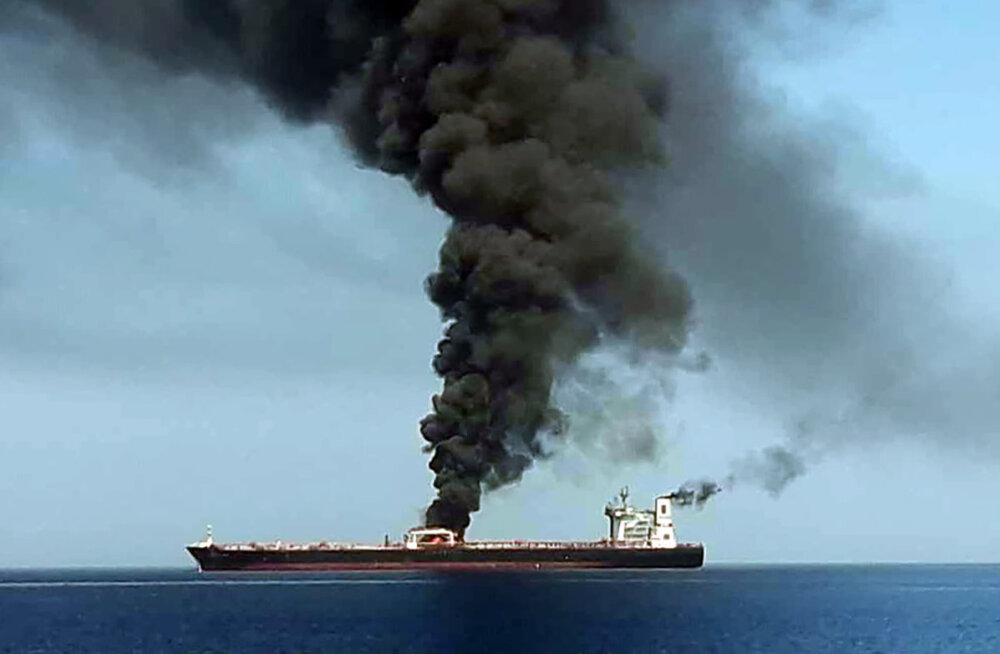 Omaani lahel toimus kahel tankeril väidetavalt plahvatus, meeskonnad evakueeriti