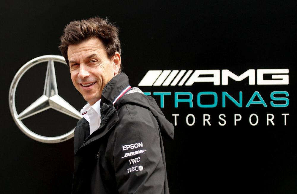 Mercedese boss ostis Aston Martini osaluse ja andis spekulatsioonidele hoogu juurde