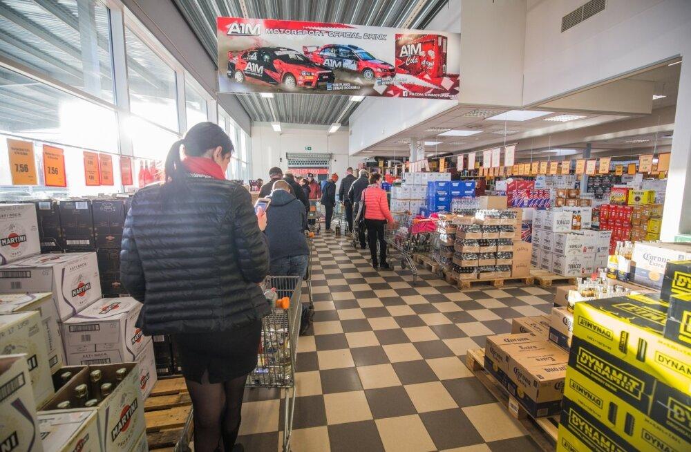 Kui alkoholiaktsiis 1. veebruarist planeeritud määral tõuseb, on eestlastel veelgi kasulikum Põhja-Läti poodides ostelda.