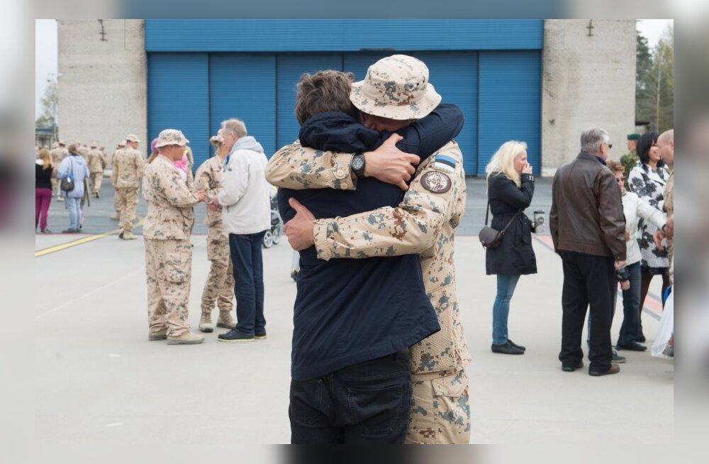 Afganistanist saabunud kaitseväelaste vastuvõtt Ämari lennubaasis.
