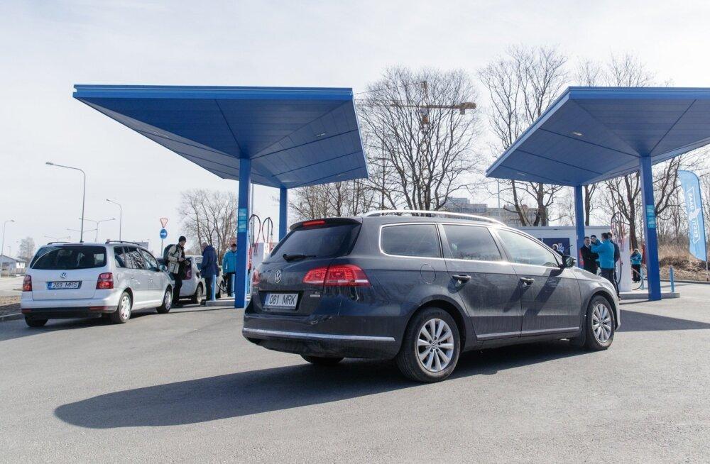 Eesti Gaasi saab tänu surugaasitanklatele müüa teistele autokütuse jaekettidele statistikakvooti, mis võimaldab jätta bensiini ilma biolisandita.