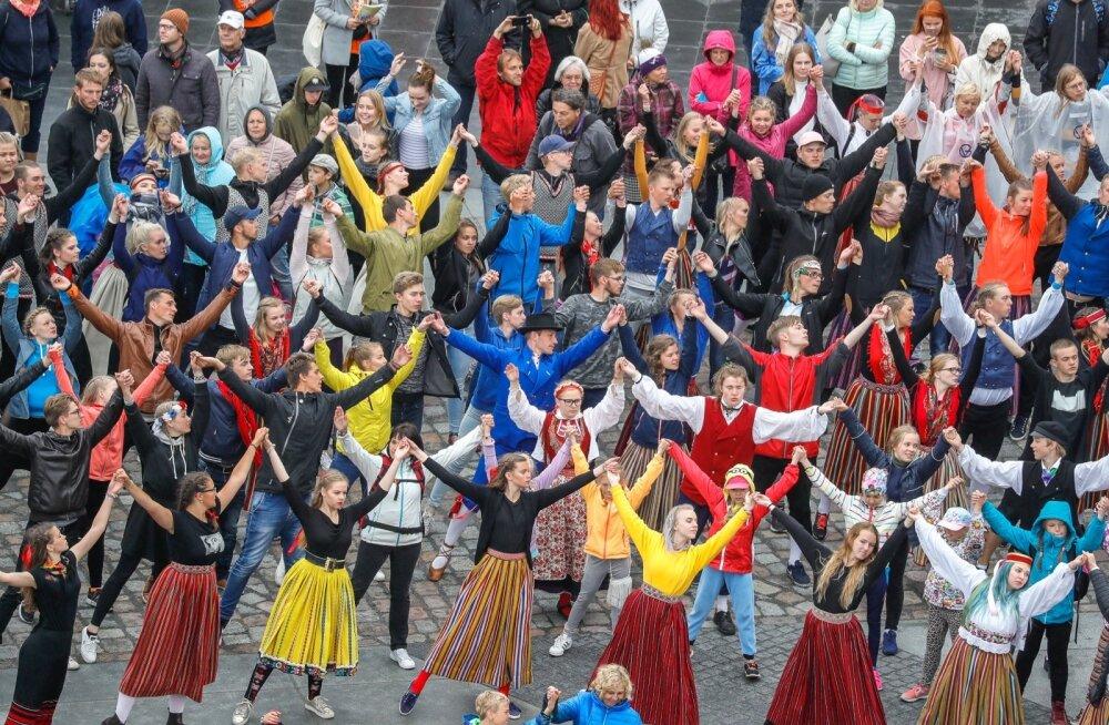 Spontaane tantsupidu Vabaduse väljakul 01.07.2017