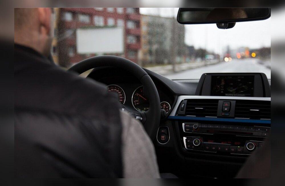 Виновата жара? Проблемы со здоровьем пожилых водителей стали причиной двух ДТП в Таллинне
