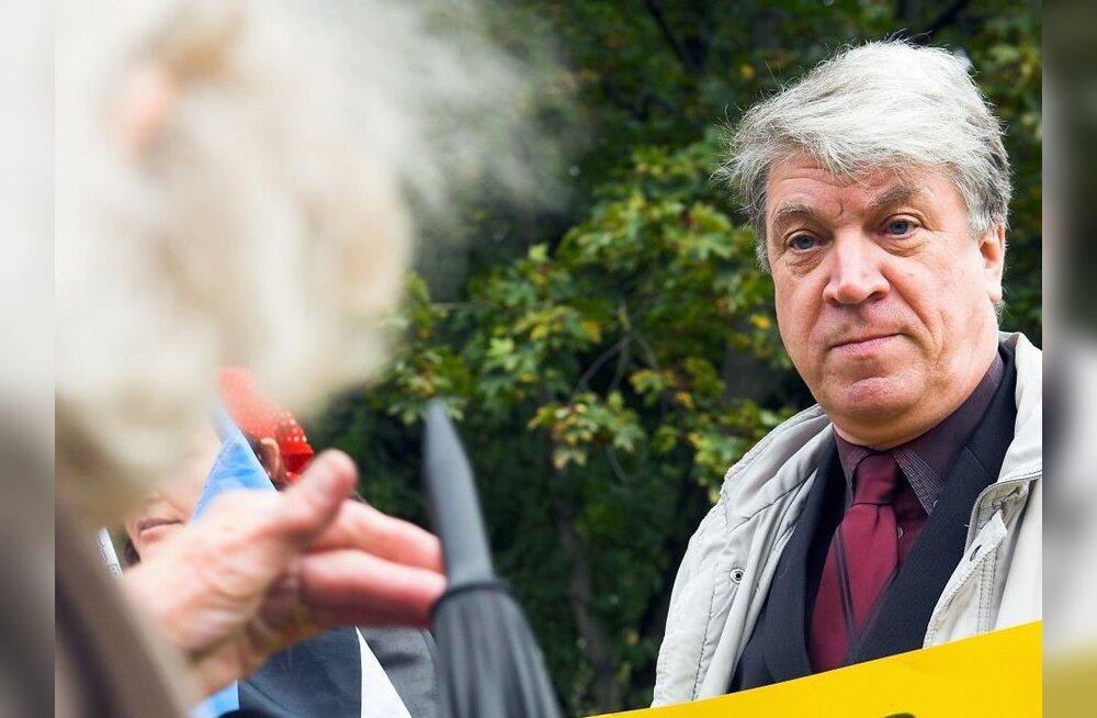 Aprillirahutuste organiseerimises kahtlustatakse ka Dimitri Klenskit