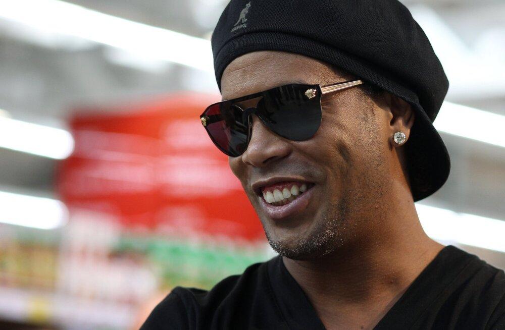 FC Barcelonale ei meeldi homofoobi toetava Ronaldinho poliitilised vaated