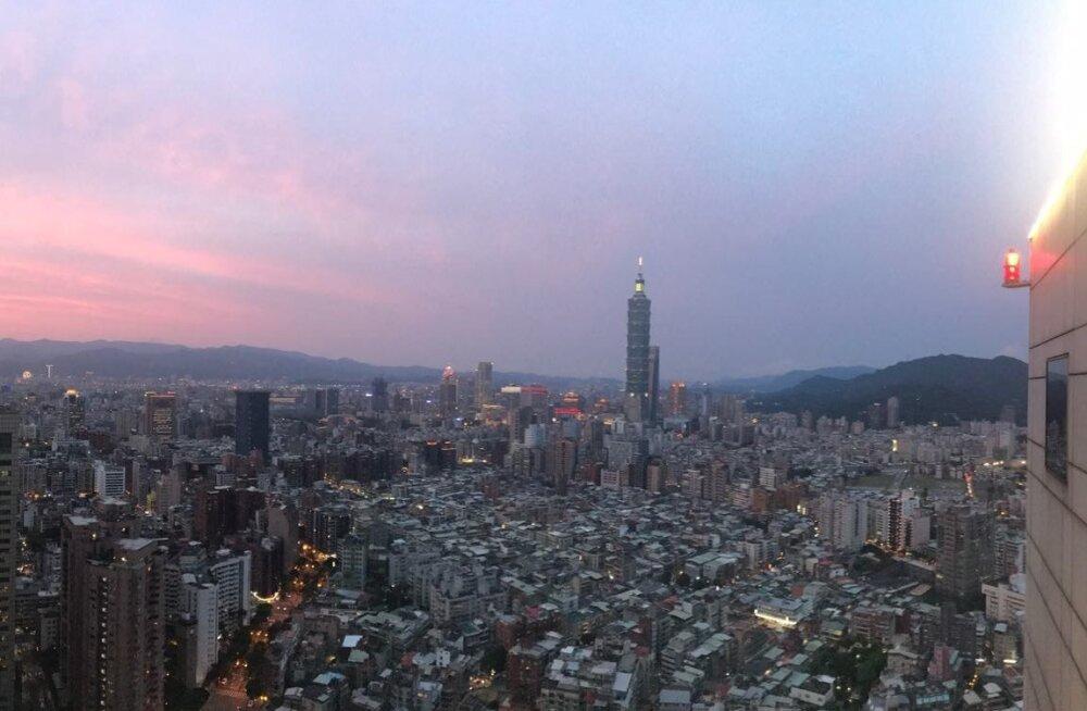 Taipeis elab umbes kolm miljonit inimest, koos eeslinnadega ulatub Taipei rahvaarv üle 6,9 miljoni. Linn kuulub maailma 40 enim külastatava turismilinna hulka.