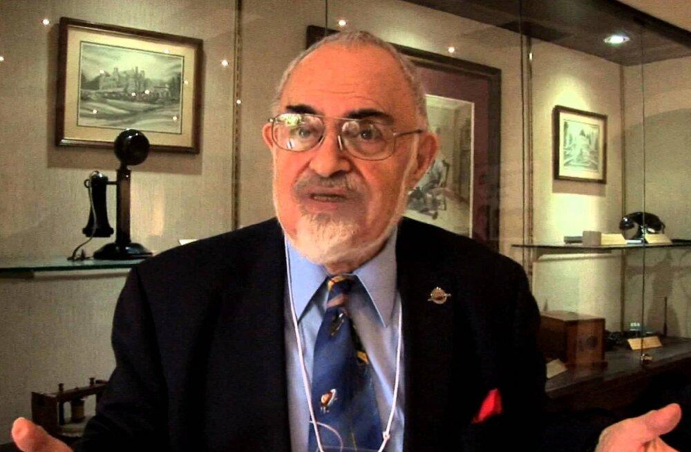 Tuumafüüsik Stanton Friedman on veendunud, et tulnukad on Maad korduvalt külastanud ning nendega tehakse koostööd
