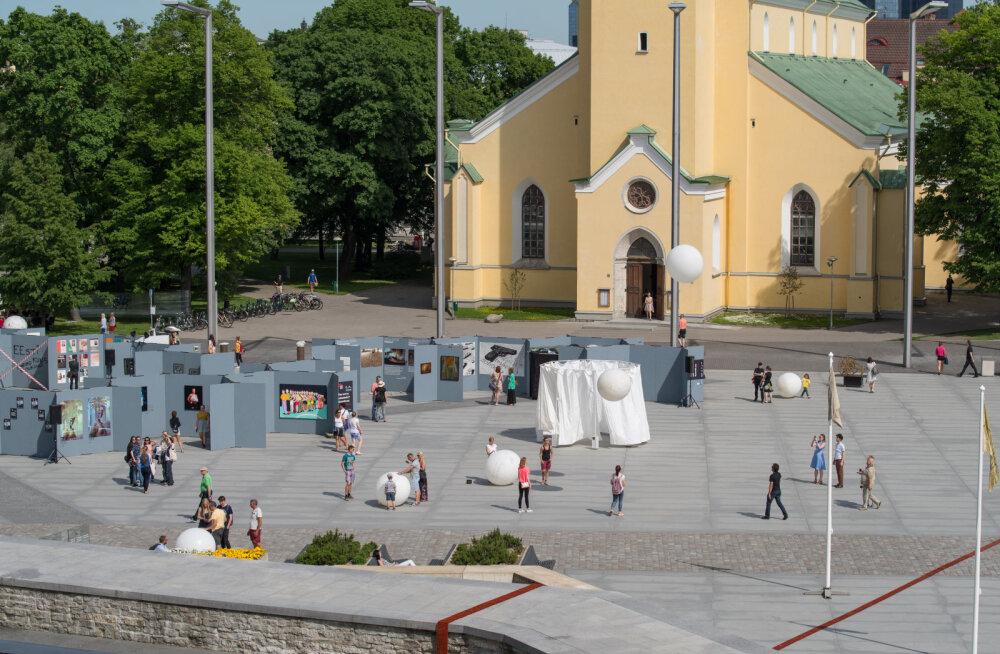GALERII: Tallinn Art Week täitis Vabaduse väljaku kunstiga