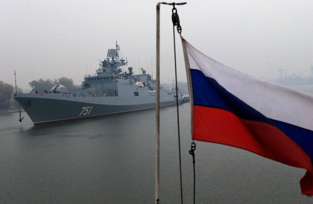 Izvestija: Vene fregatt jälitas aprillis Vahemerel USA tuumaallveelaeva ja harjutas selle hävitamist