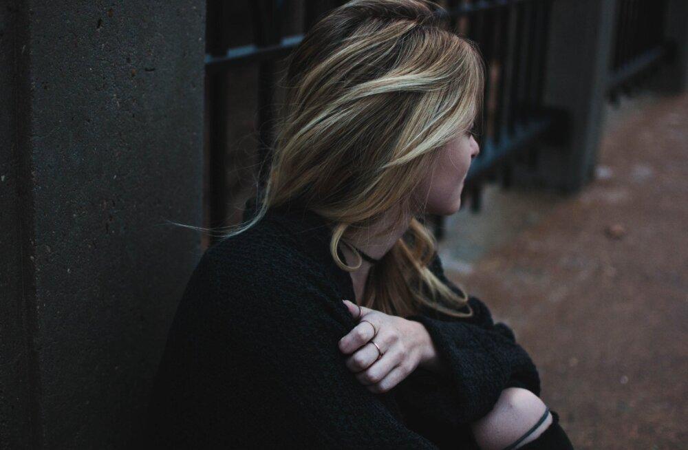 27aastane naine, kes on üle elanud kolm insulti: kõige raskem on teadmine, et ma ei saa oma tütardega koos olla...