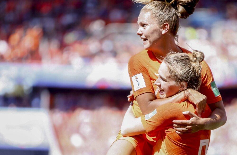 Holland tegi naiste MMil ajalugu, kõik poolfinalistid said selgeks