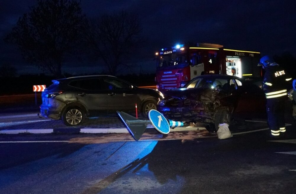 ФОТО | В столкновении двух автомобилей пострадал ребенок