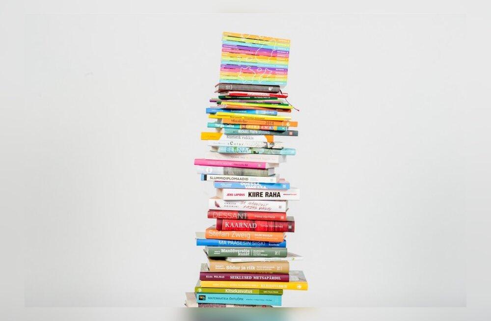Raamatud kõik kõik koos kuhjas stuudios