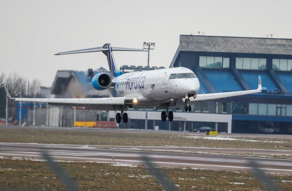 Lennuk maandumas Tallinna lennujaamas