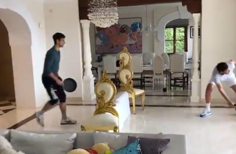 VIDEOD | Djokovic ja Nadal pakuvad ka kodustes tingimustes põnevaid pallivahetusi
