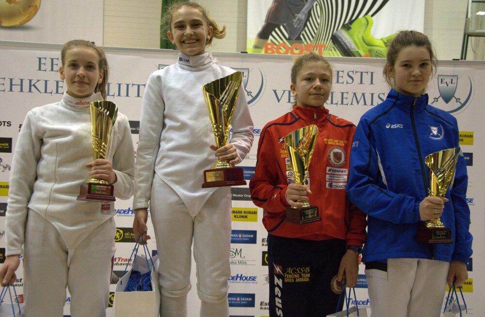 Tüdrukute epee esinelik: Nellija Mihejeva, Evgeniia Raikhlina, Andrada Ghica, Anna Prela