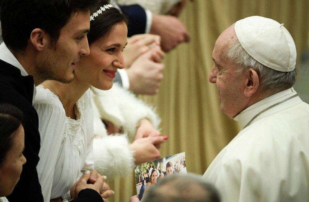 Otsustatud: naised ja abielumehed siiski ei saa katoliku vaimulikeks hakata