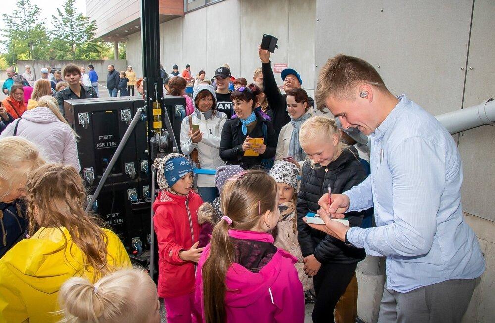 FOTOD | Esimest korda fännide ees laval: Uudo Sepp esitles kodusaarel oma uut bändi