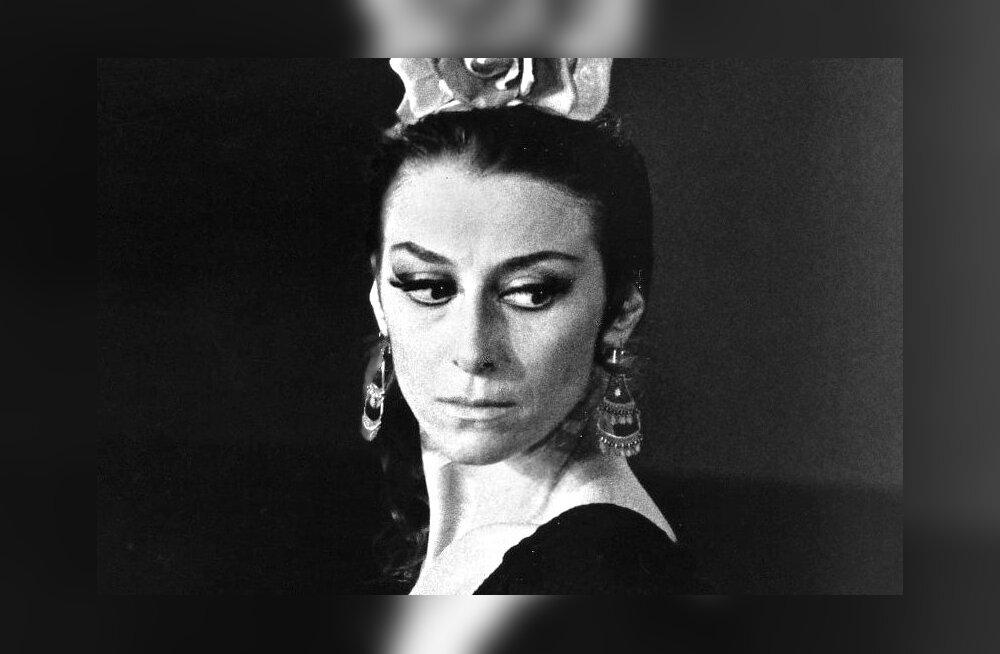 1974. aastal Carmenina.