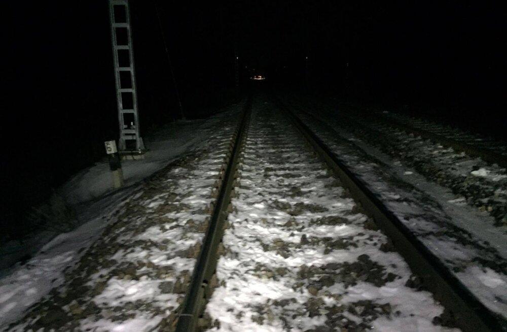 Saue lähedal hukkus rongilt löögi saanud inimene