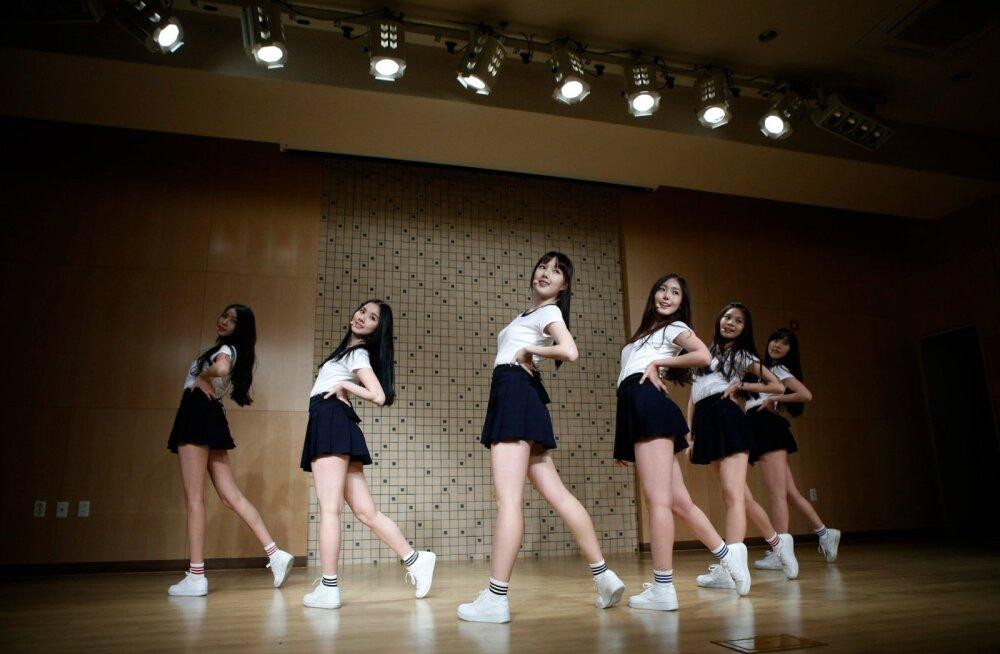 Lõuna-Korea pani üle piiri põhja suunas üürgama oma tüdrukute- ja poistebändid