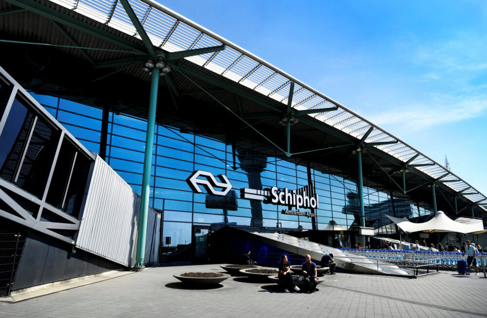 Liikusid kuuldused, et nugadega mehed üritasid Schipholi lennujaamas lennukit kaaperdada. Selgus, et tegu oli valehäirega