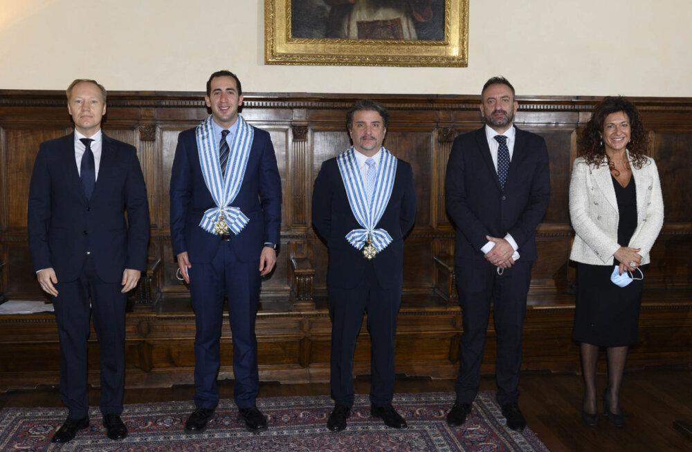 Suursaadik Teesalu, kaptenregent Alessandro Cardelli, kaptenregent Mirko Dolcini, välisminister Luca Beccari, protokolliülem Silvia Berti