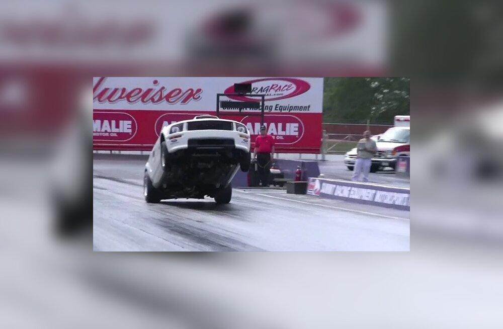 VIDEO: Kinobuss vs Mustang vs opelipann - Milline on kiireim?