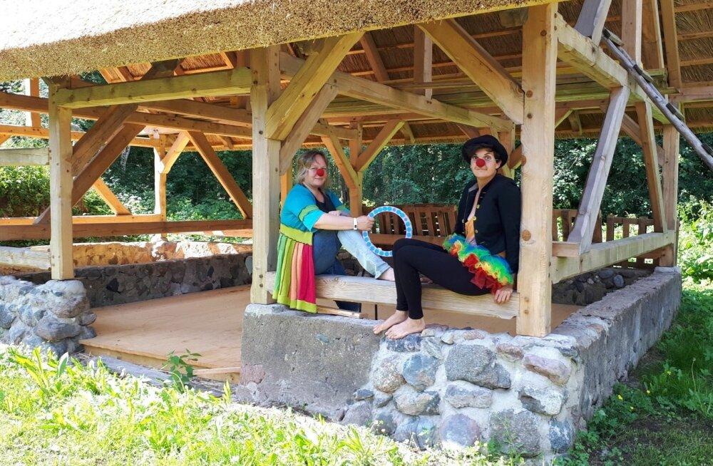 Tsirkusetegemise kõrvalt leiavad Helena Ehrenbusch ja Ulrike Jäger aega ka ehitamiseks ning talu arendamiseks.