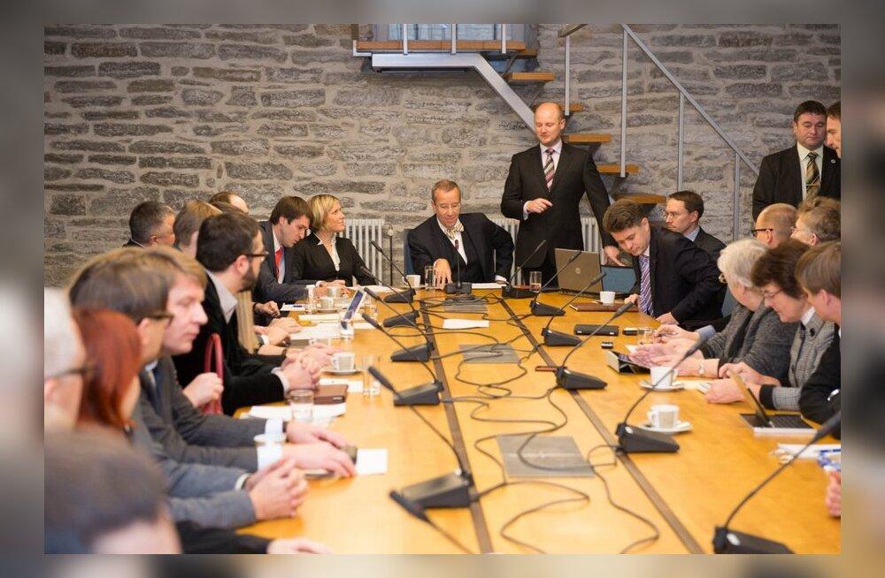 President kohtus poliitikute ja vabakonna esindajatega