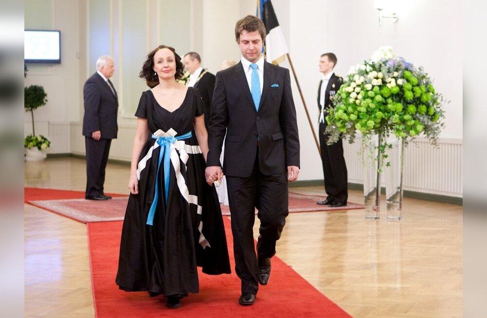 ec289eaa3ef FOTOD: Tuhat variatsiooni— presidendi vastuvõtu sini-must-valged  kleidid