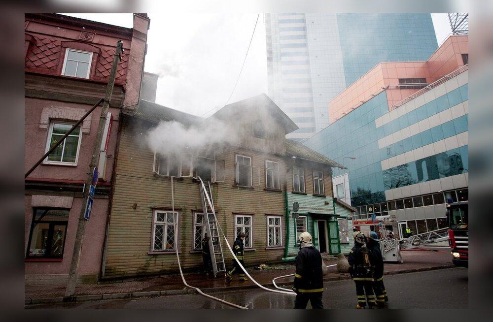Kasulik tulekahju Maakri tänaval? Põlenud hoone takistas kinnisvaraarendust