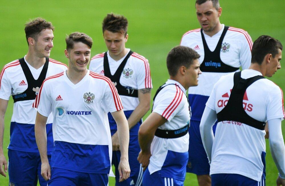 Venemaa jalgpallikoondislased peavad treeningutel kõvasti higi valama, et kodusel MM-il mitte häbisse jääda.