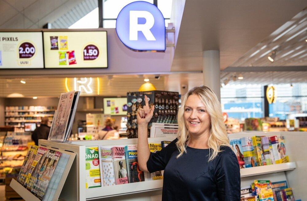 R-Kioski tegevjuht Tiia Ilves toonitab, et ajakirjanduse riiulid on neil hästi valgustatud, suured ja rikkalikud.