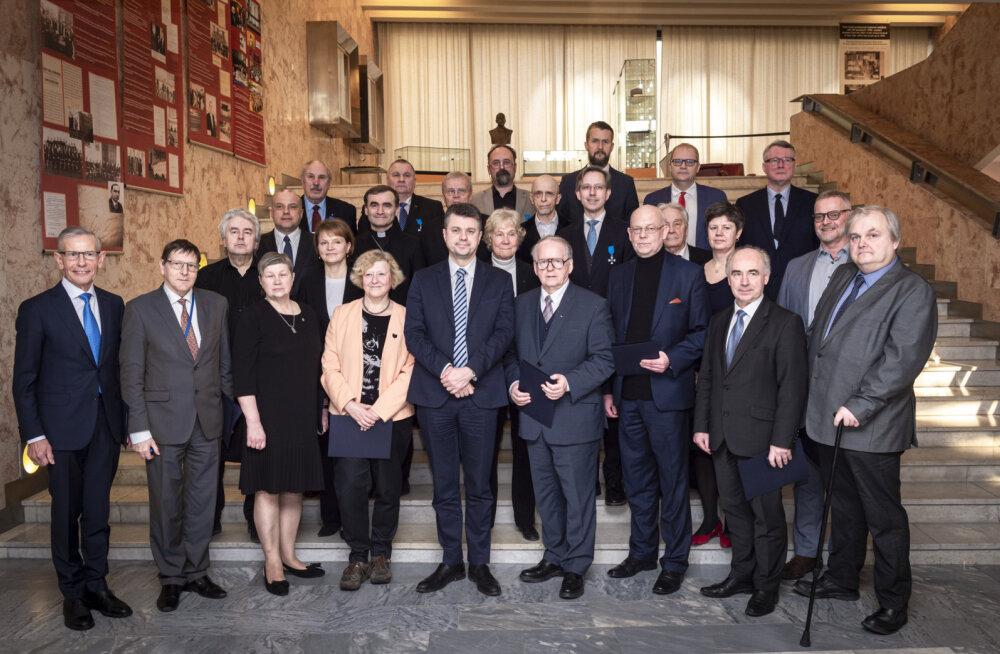 Kirjanikud, ärituusad, poliitikud: vaata, kes said esimesed välisministeeriumi teeneteristid