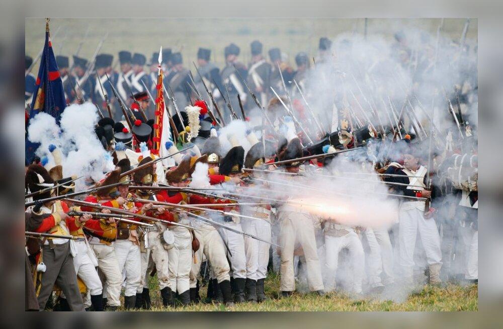 Napoleon I sõdurite kehastajad ajaloolise lahingu taasetendamisel